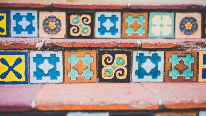 אריחי בטון מצוירים – כך תוסיפו צבע וחמימות לריצוף הבית