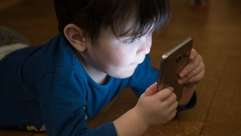 הערכה חלופית בנושא השפעות השימוש בסמארטפונים.  מורה – עדיאל זיוון