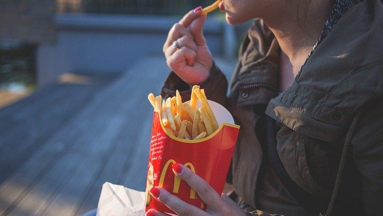 בולמוסי אכילה – איך מטפלים בזה