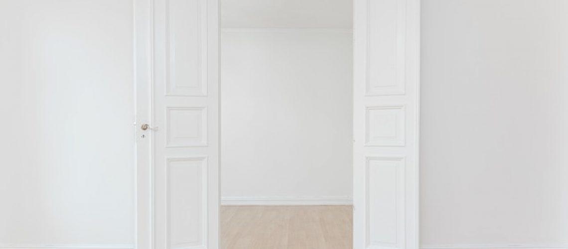 דלתות פנים מעוצבות מעץ מלא