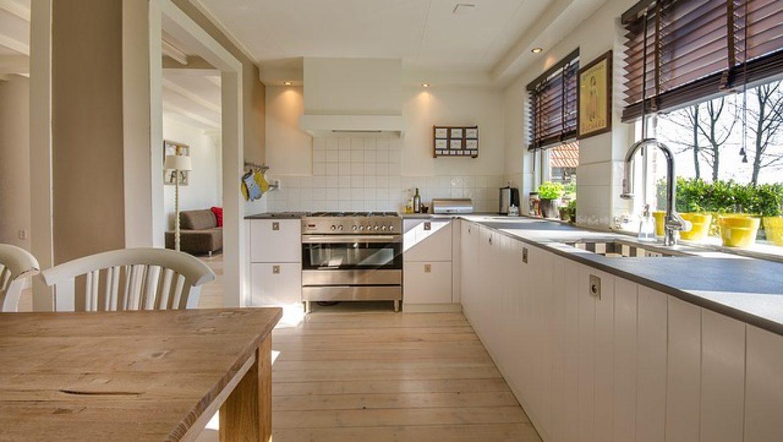 כיצד לשמור על השיש במטבח בעת צביעה וחידוש ארונות