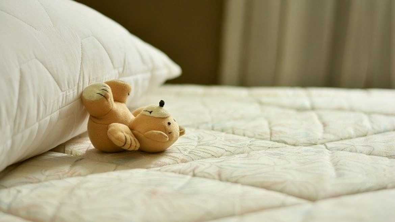 """טיפול תרופתי להרטבה בלילה – יתרונות וחסרונות- ד""""ר טל שגיא ד""""ר קובי שגיא"""