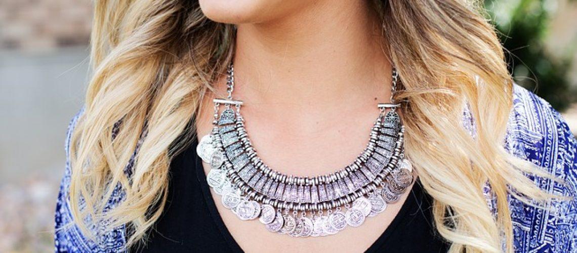 למה עדיף לקנות תכשיטים מעוצבים ועל זמניים על פני תכשיטים טרנדיים?