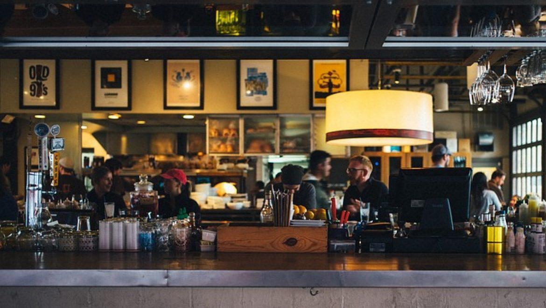 מגוון של מסעדות ובתי קפה בעיר הבירה