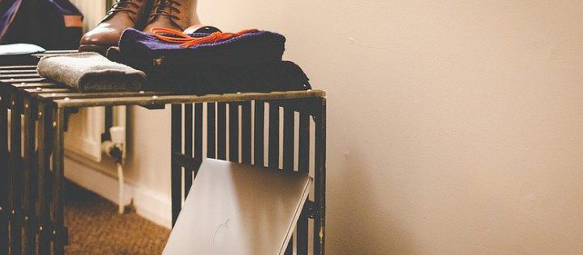 ארון נעליים / אחסון או קונסולת כניסה? איך לעצב את הכניסה לבית