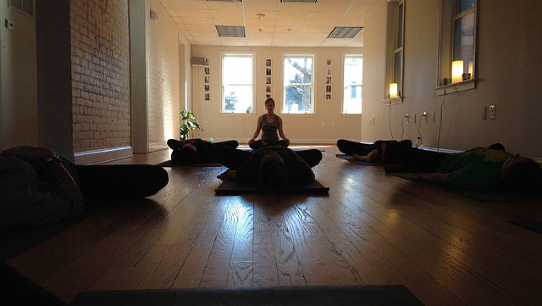 איך כדאי ללמוד יוגה ופילאטיס בתקופת הקורונה?